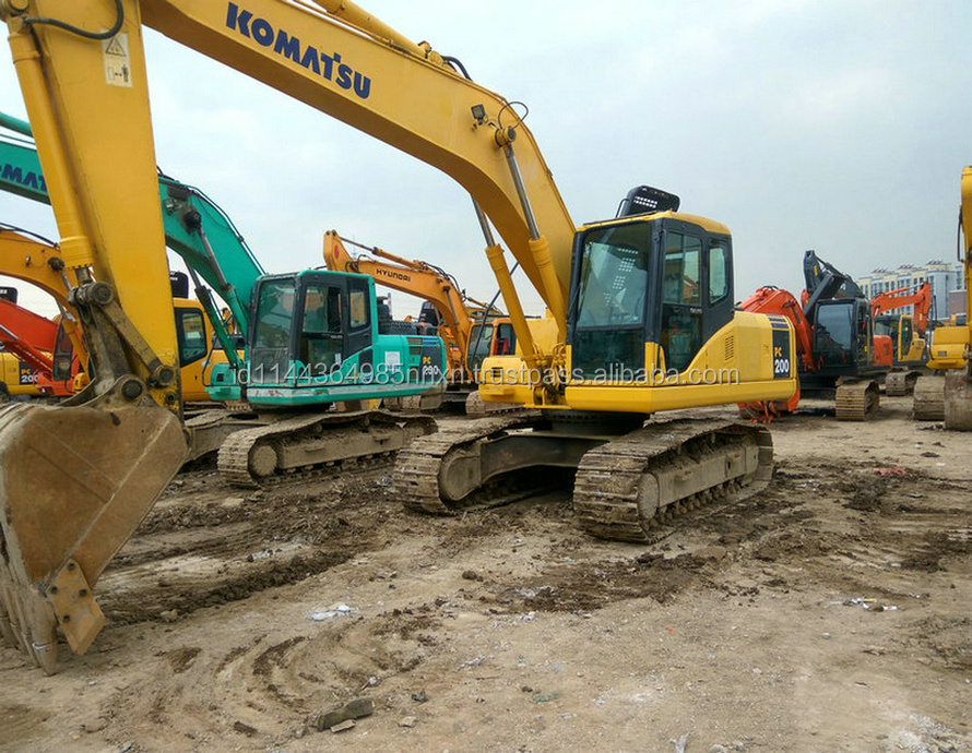 PC200-7 KOMATSU JAPAN Original used old excavator in shanghai for sale