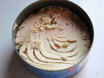 Canned White Meat Tuna in Oil and Canned Whole Jack Mackerel in Brine