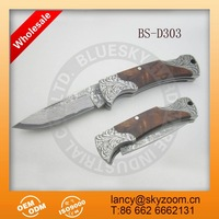 classic foldable pocket wood handle damascus knife