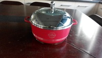 Die-cast aluminum cookware casserole with white ceramic coating