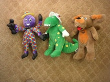 SINGING WIGGLES PLUSH-DOROTHY/HENRY/WAGS THE DOG BY SPIN MASTER