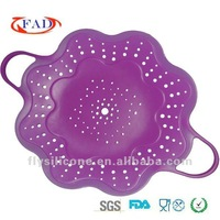 2012 hot Durable and not-stick flower shape silicone steaming plate with two handles