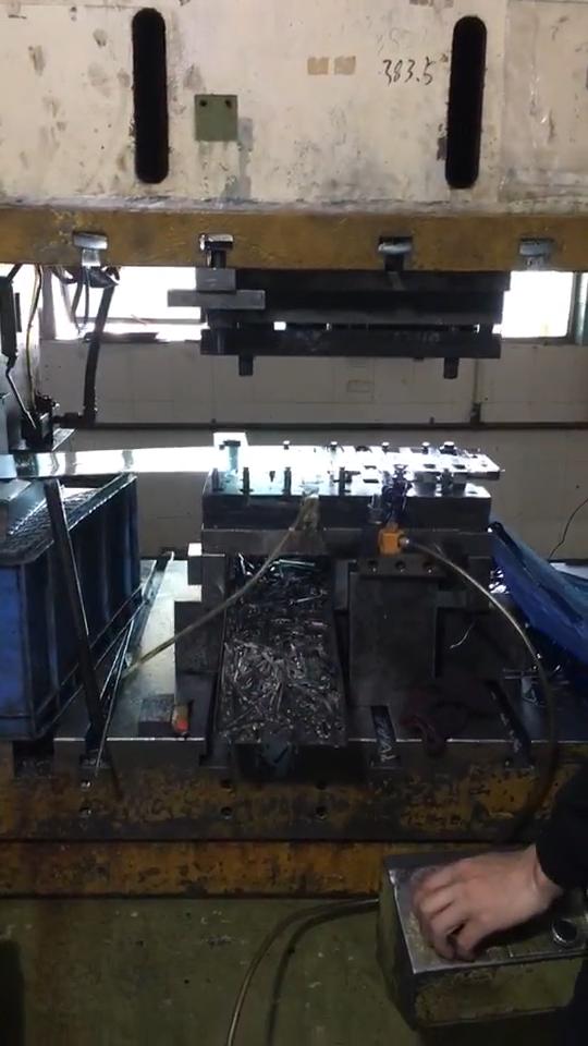 Высокое качество на заказ листового металла Зажимы металлические стальные Натяжные пружины клип
