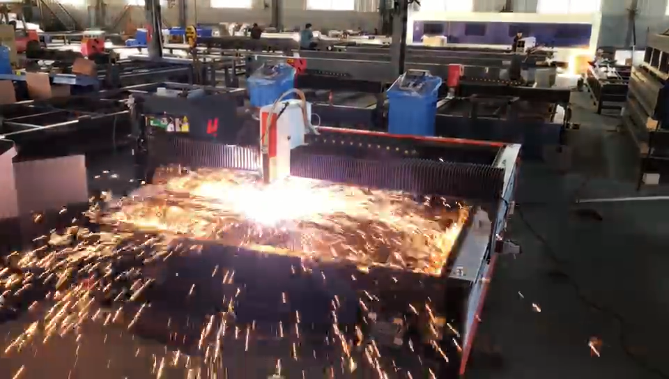 ماكينة قطع المعادن بالبلازما مزودة بخاصية التحكم الرقمي باستخدام الحاسوب الصين