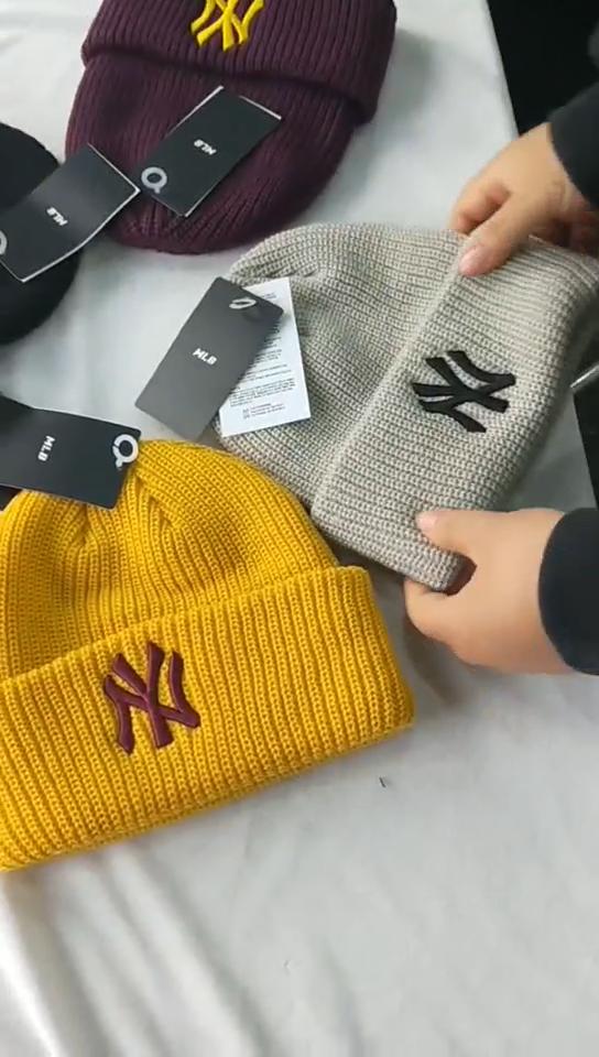 Özel embrodering logo NY akrilik renkli örme moda bere