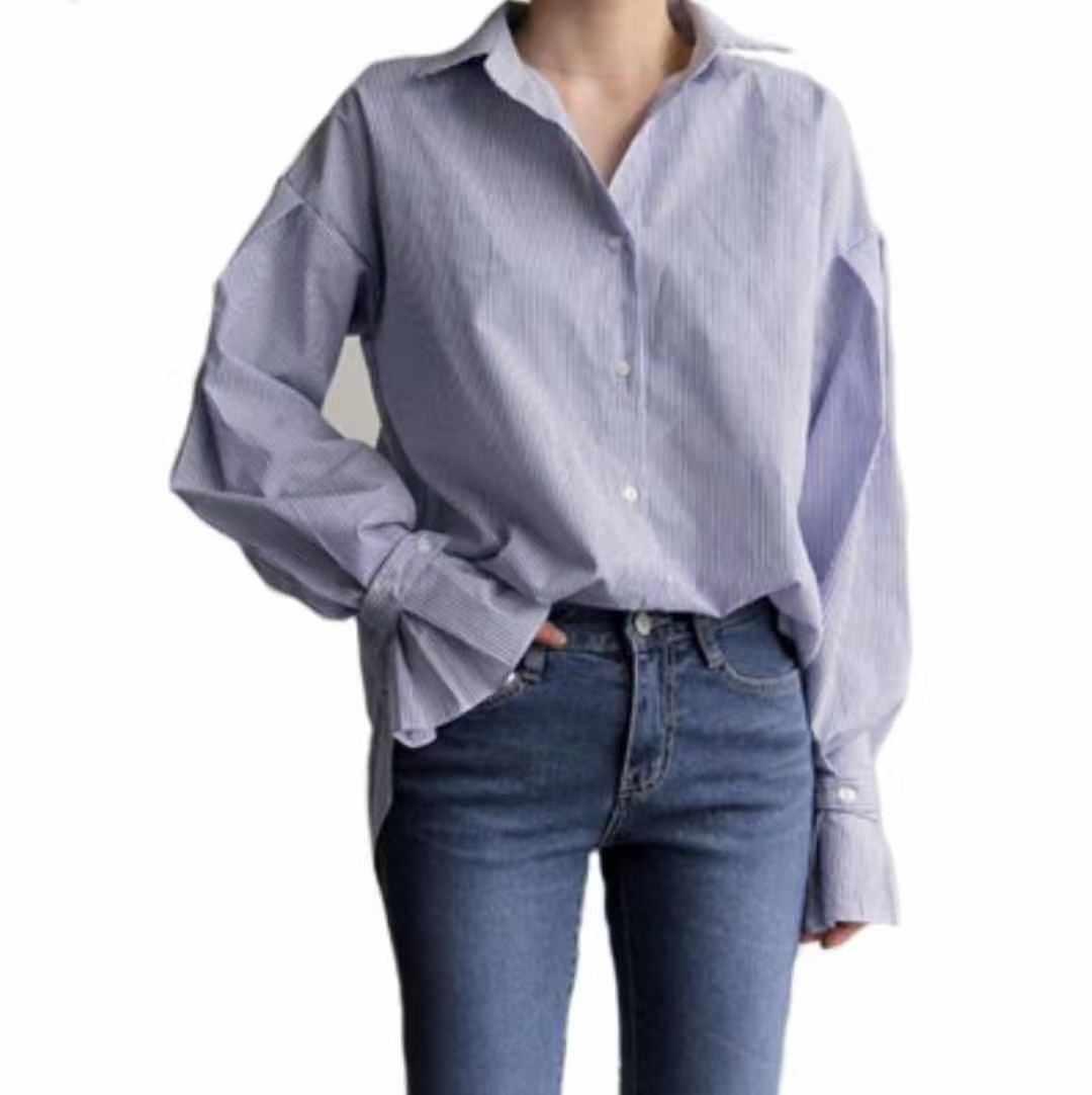 Elegant women wear comfortable and exquisite long sleeve dress