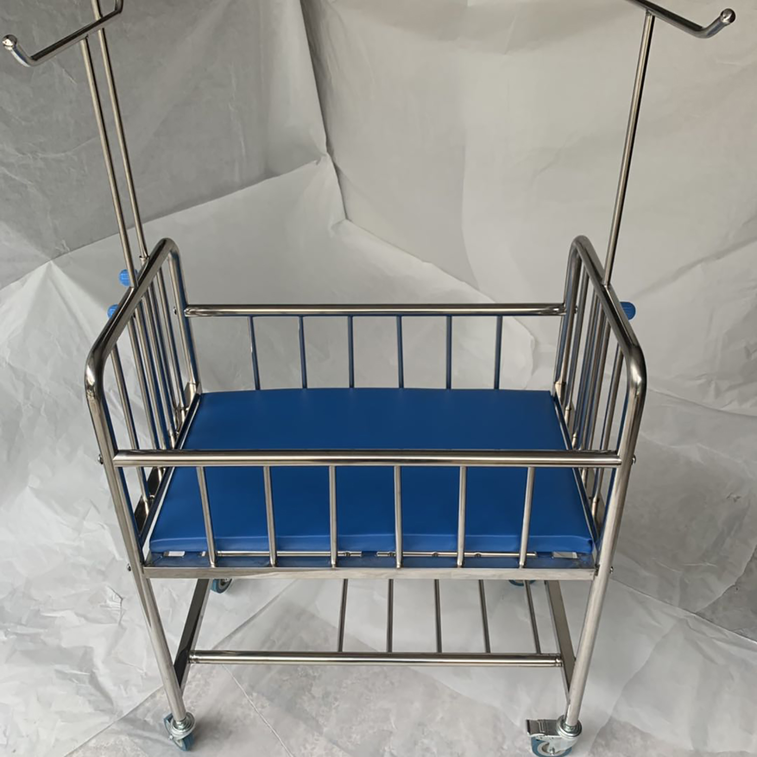 Hot Sale Mkr Bb 001 Cheap Baby Bed With Castors Buy Mkr Bb 001