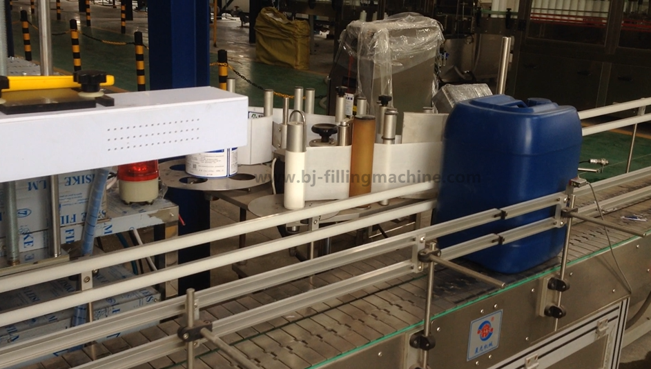 Automatic 8 nozzles 5L drum motor / engine / lube oil weighting weighting bottling filling machine