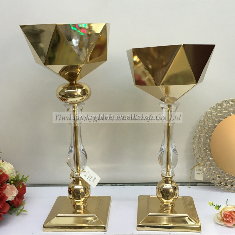 LDJ293 Luckygoods best selling 70cm tall gold candelabra for wedding table centerpiece