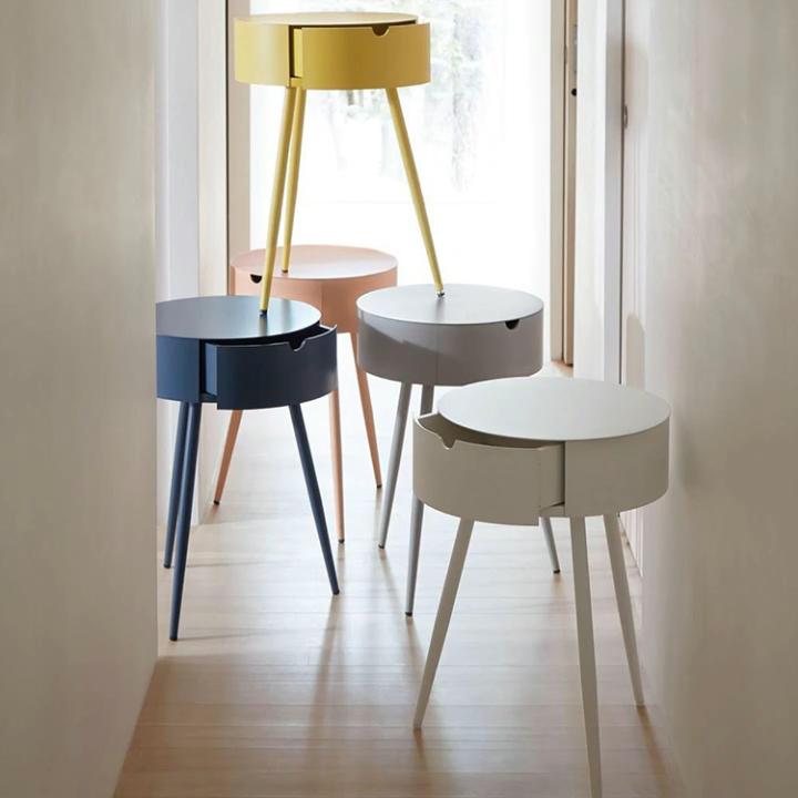 Ahşap nighstand yan masa yatak odası mobilyası ile özelleştirilmiş bir çekmeceli pembe renkli yan masalar