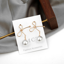 Женские корейские серьги-гвоздики с блестящими кристаллами, изысканные серьги золотого цвета, популярные модные ювелирные изделия, аксесс...(Китай)