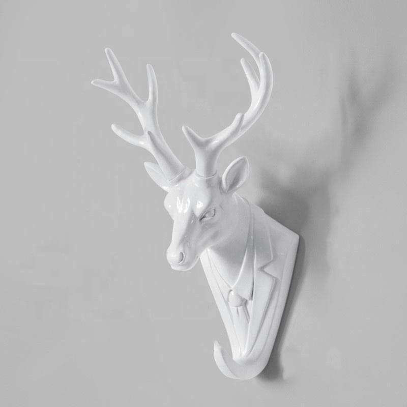 Al por mayor de la resina esculturas de pared poco buckey montado en la pared de años terminar de cráneo de venado y astas