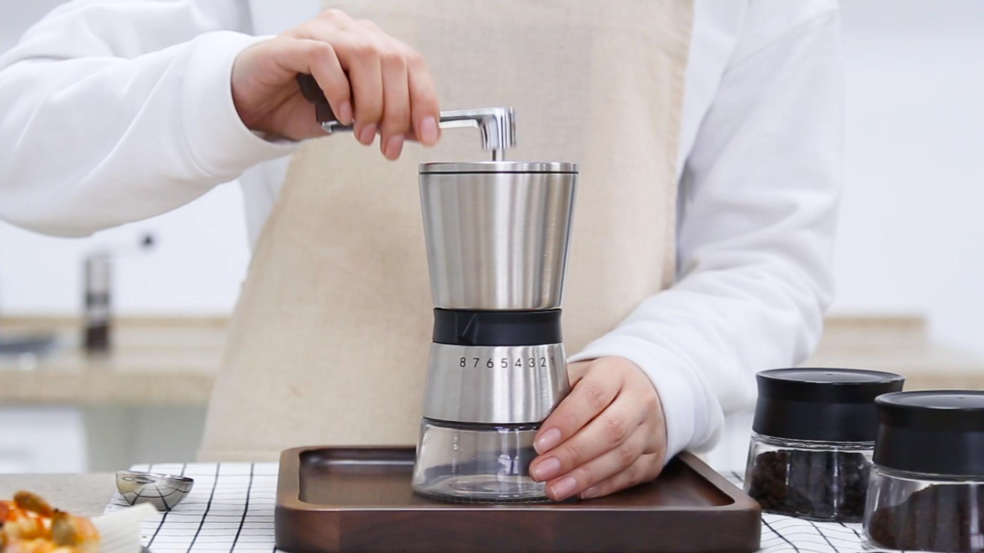 China latesed modell griff manuelle coffee bean grinder fall mit 2 behälter tragen outdoor konische grat mühlen harte bean