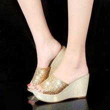 Блестящие расшитые блестками Босоножки на платформе, украшенные Для женщин туфли на танкетке Туфли женские шлепанцы летние Повседневное н...(Китай)