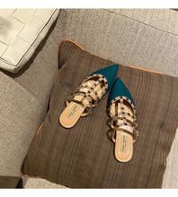 Женская обувь на плоской подошве с заклепками; Лоферы; Тапочки для женщин; Новинка 2020 года; Женские тапочки с острым носком в стиле знаменито...(Китай)