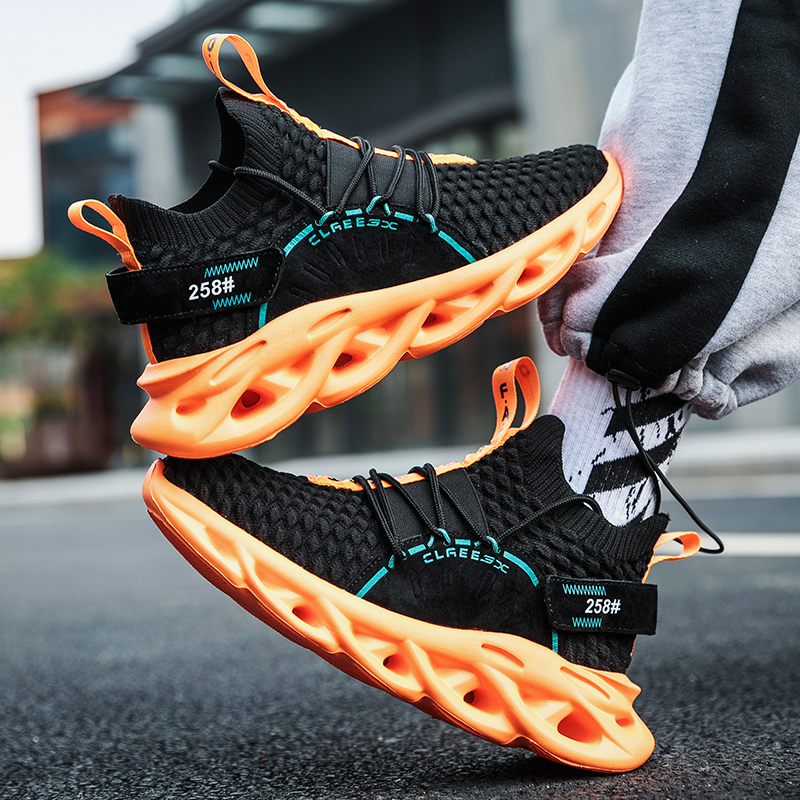 2020 New spring Men's Fashion Sneakers Light socks Casual Shoes Breathable Running Sports shoes Walking Mens soft sole shoes