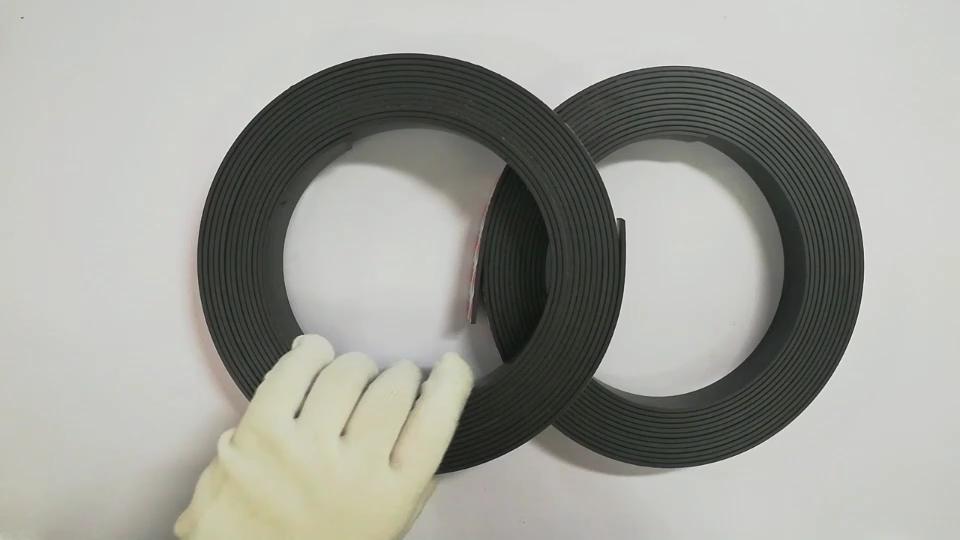 Kauçuk manyetik şerit rulo güçlü manyetik şeritler özelleştirilmiş manyetik şerit rulo buzdolabı mıknatısları ile 3M