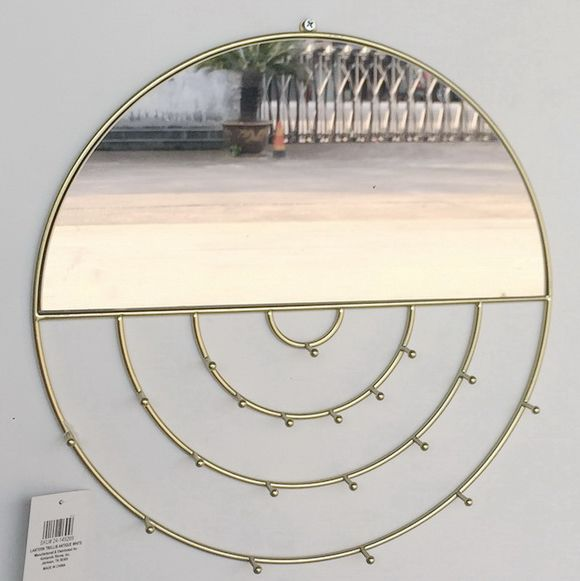 Nice Living Room Decoration Shiny Sunny Gold Accents Metal Wall Mirror