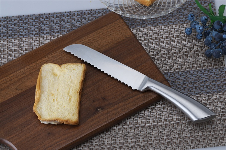 High Quality 6 Inch Kitchen Stainless Steel Blade Serrated Bread Cutting  Knife