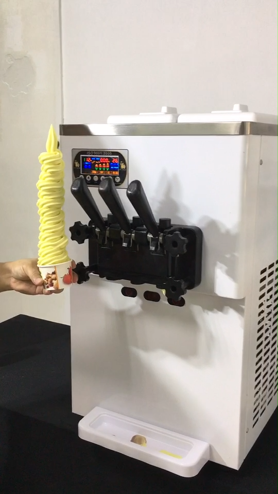 Tabletop soft serve ice cream machine with pre-cooling system