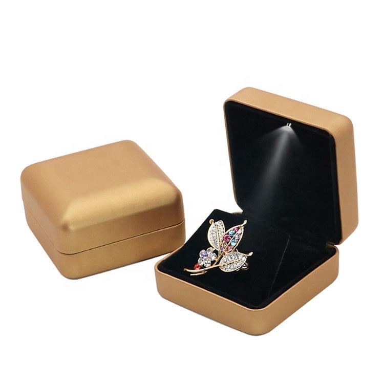 Best selling high quality custom logo spray bracelet bracelet ring box luxury led jewelry box