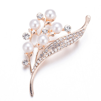 Wholesale zinc alloy crystal pearl leaf brooch silk scarf button flower shaped brooch