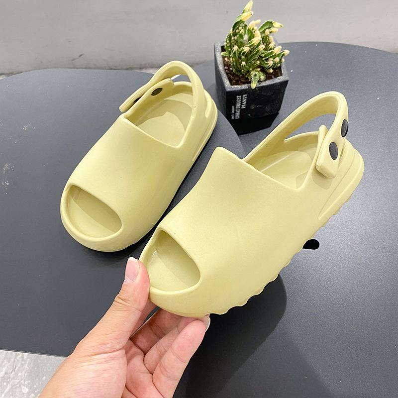 Stylish Quick Drying Resin Kids Slides Shoes Lightweight EVA Children Slides of New Generation