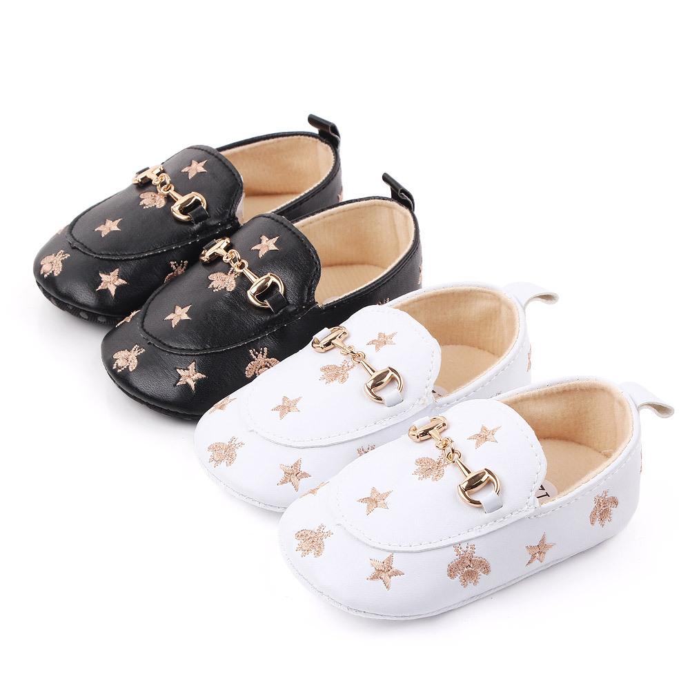 Yeni moda pu deri yumuşak taban ilk yürüteç üzerinde kayma Moccasins ayakkabı deri bebek mokasen