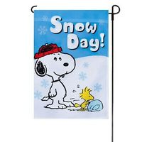 Wholesale Holiday Festival Polyester Peanuts Snoopy Winter Falling Garden Flag