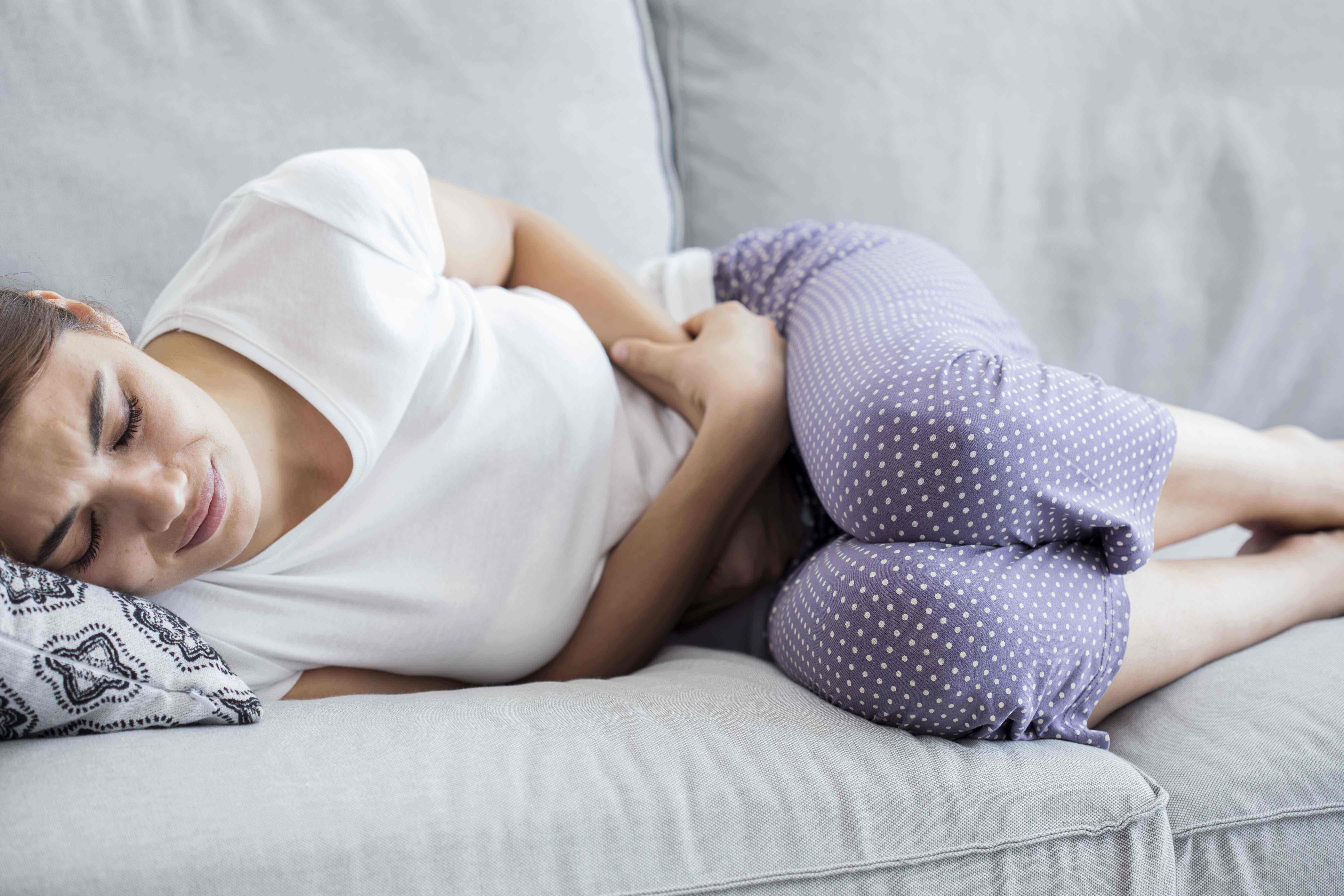 女性小腹隐隐作痛是什么原因,这四种情况一定要上医院