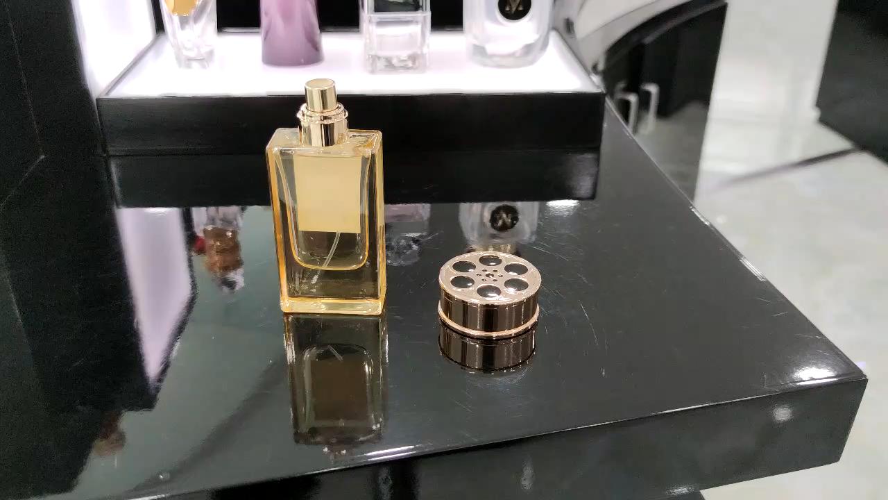 China fábrica de venda quente especial disco redondo decorativo em forma de spray frasco de perfume de luxo metálico cap 15mm