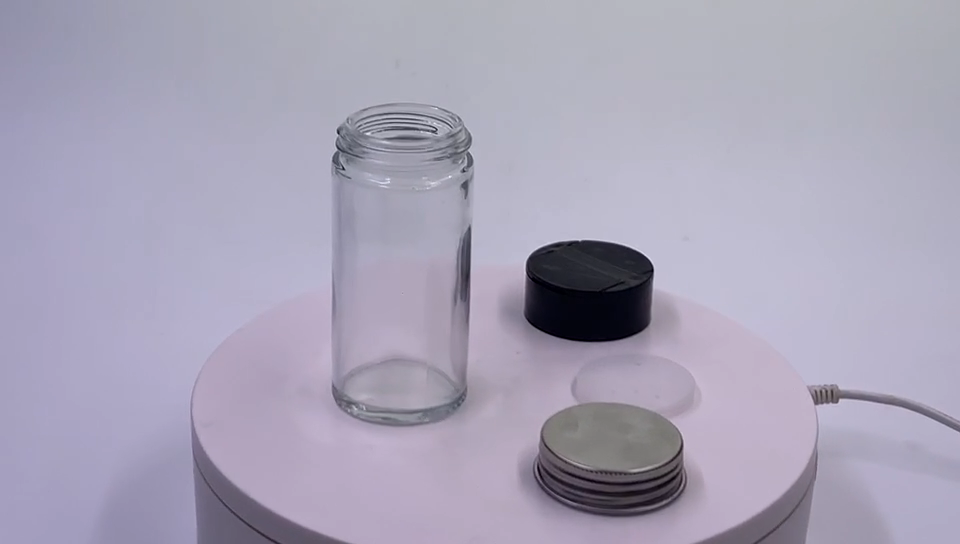 Fancy 3oz 90ml clear round glass spice packing jar set bottles with plastic shaker cap silver metal lid for kitchen use flip top