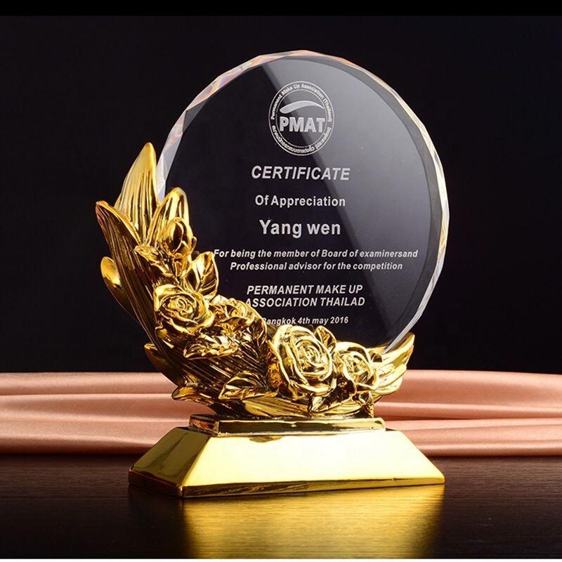 Desain Baru Kristal Hadiah Trofi Emas Antik B-J106 Emas Logam Kristal Penghargaan Piala Kaca Kristal Kristal