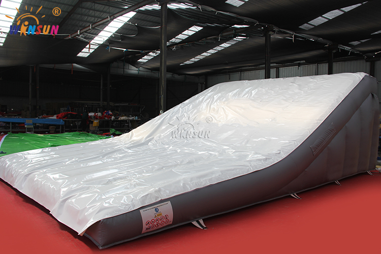 Custom extreme sport premium safe inflatable airbag landing/Inflatable snowboard stunt airbag for BMX FMX