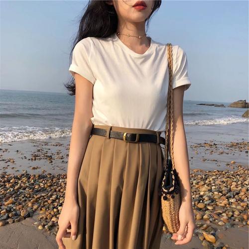 夏天挑选裙子的四个方法,让女生穿出甜美好气质