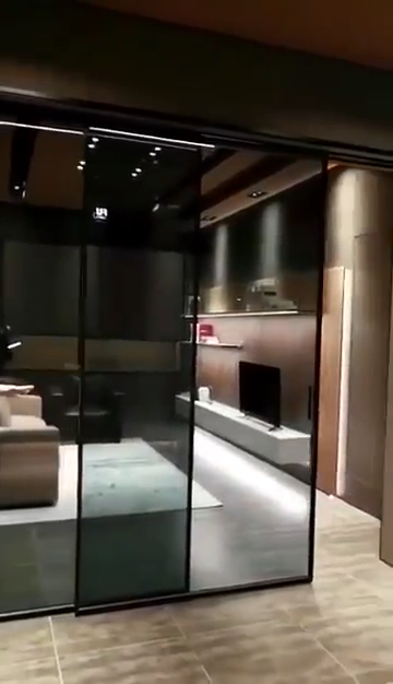 أعلى نافذة باب ألمونيوم تصاميم الأزياء زجاج باب الفناء ضئيلة الإطار الأسود اللون ضيق الزجاج انزلاق باب ألمونيوم s