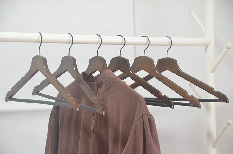 Wholesale factory price multi-functional bulk deluxe antislip wood clothes shirt hangers