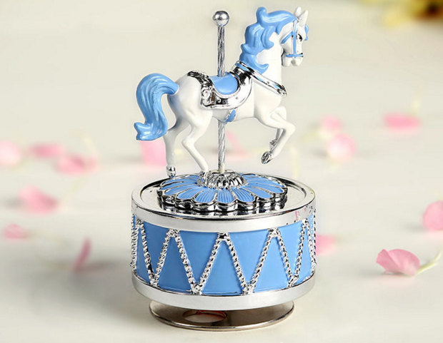 Hot Sale Weihnachts spieluhr neue Mini Carousel Music Box Mechanismus City of the Sky Rotating Resin Spieluhr