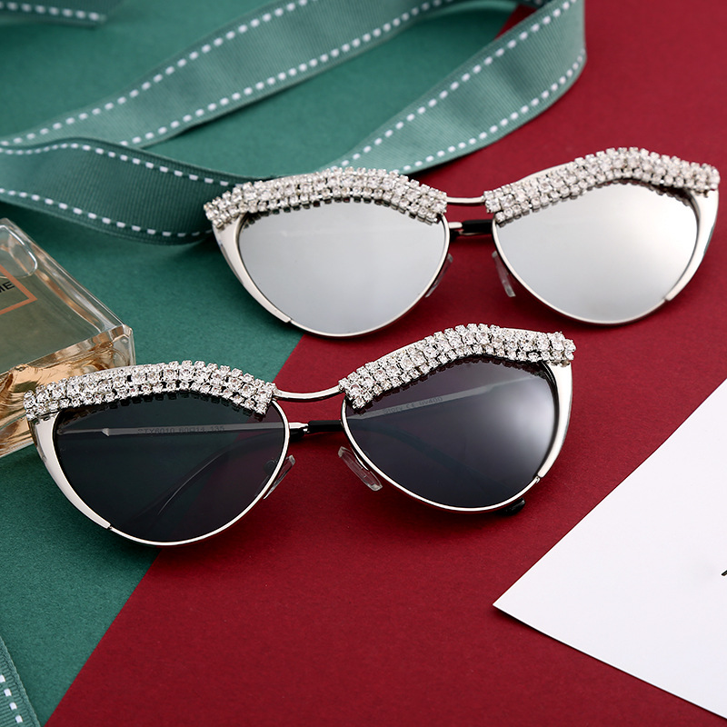 Customized Logo Vintage Small Frame Diamond Women Cat Eye Sunglasses