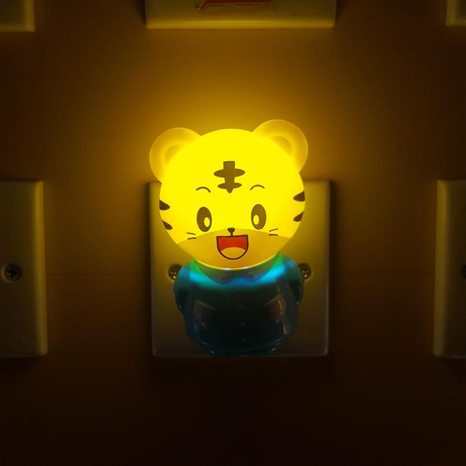 OEM W100 mini bear with glasses switch plug in led night light For Baby Bedroom  wall decoration children gift