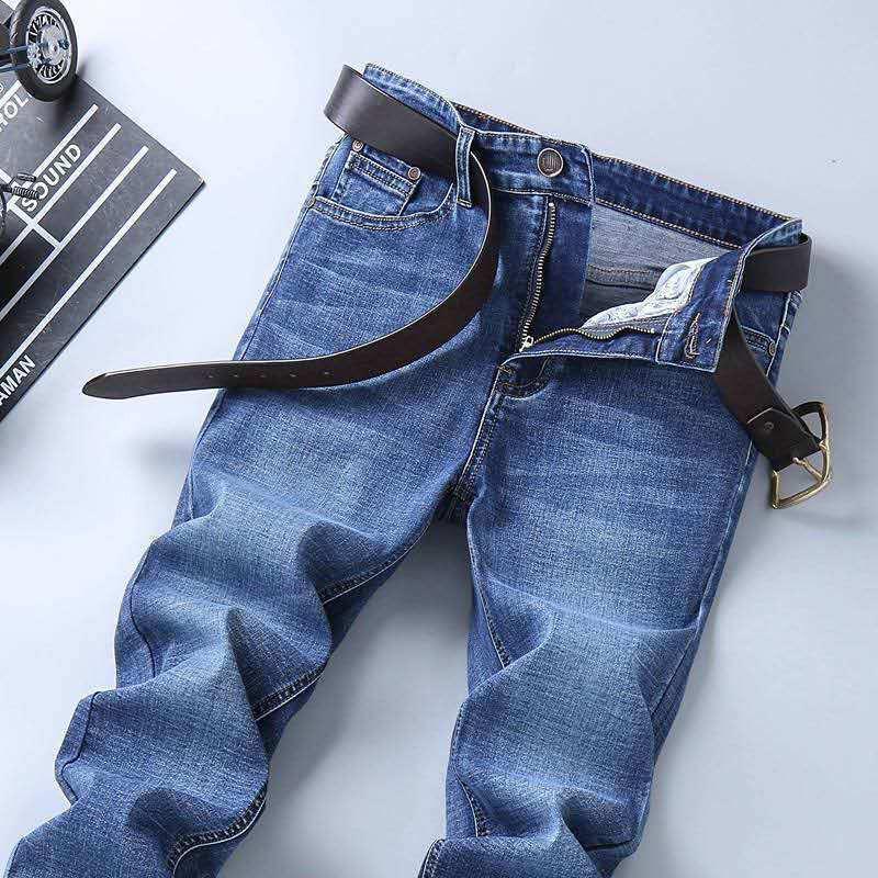Men Summer standards slim fit jeans with five pockets.