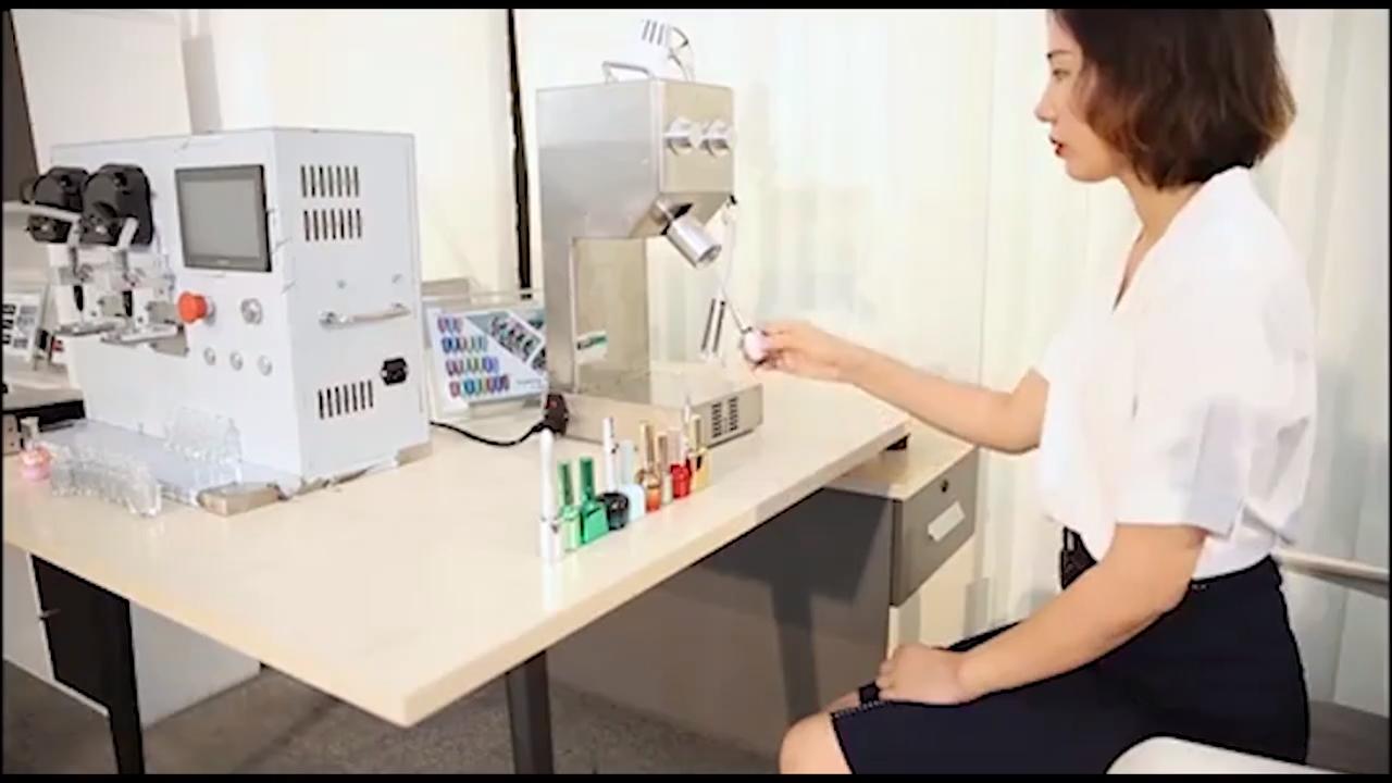 नई आगमन डिजिटल नियंत्रण बिजली प्लास्टिक ग्लास क्रिस्टल पानी इत्र शैम्पू कॉस्मेटिक नेल पॉलिश की बोतल कैपिंग मशीन