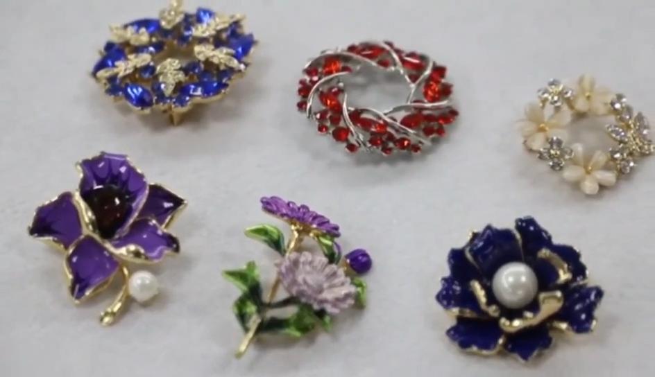Haute Qualité Or Argent Bijoux Broches En Métal Pour Vêtements Perle Strass Fleur Broche Broches Pour Les Femmes