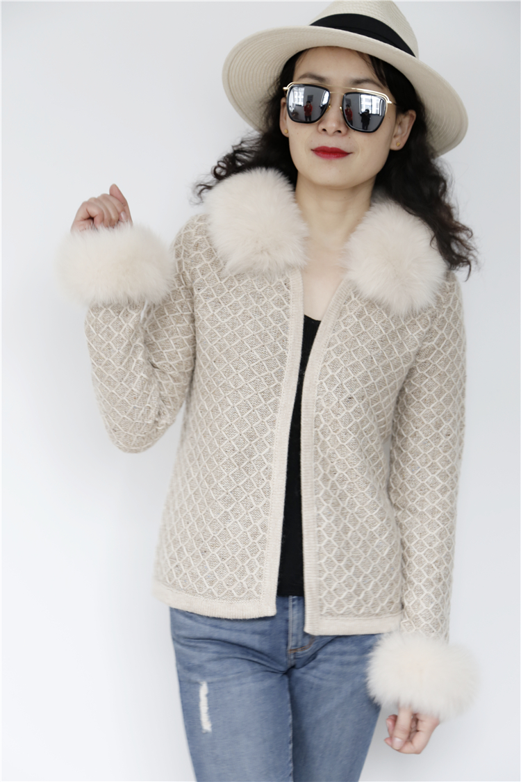 Europe women hot sale winter fashion ladies sweaters fox fur collar ladies knit wool cardigan