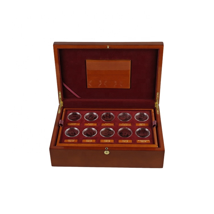 Top grade customized high gloss rubber wood treasure chest