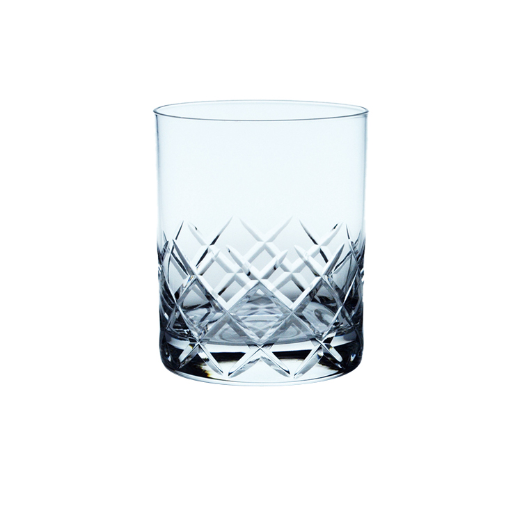 Has heavy base and thick wall large stylish glass cup for drinking