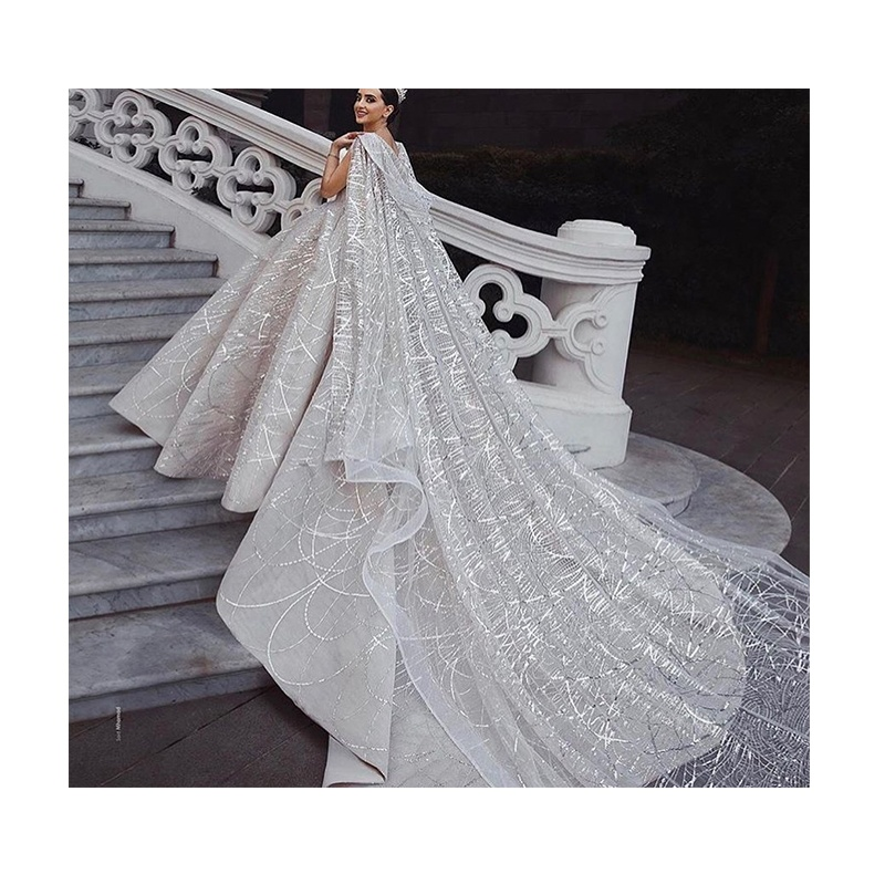 2020 Luxury Sequined Lace Sleeveless Cape Wedding Dresses Girls Bridal Dresses In China