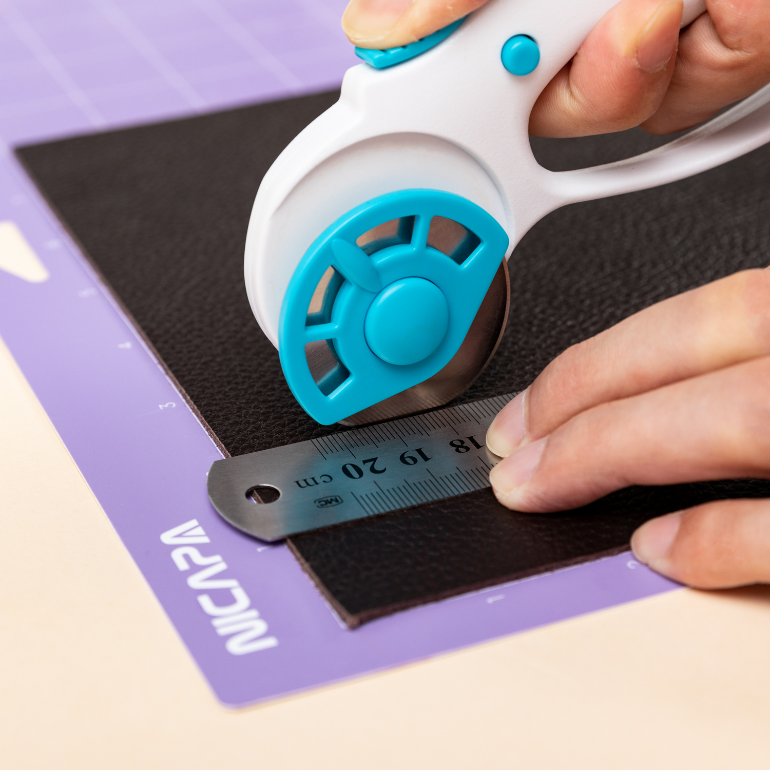 NICAPA 45mm Rotary Cutter for Fabric with Safety Lock Ergonomic Classic Comfort Loop Rotary Cutter (Extra 5 Replacement Blades)