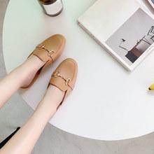 2020 г., новые женские шлепанцы на плоской подошве модная женская обувь без застежки с металлическим украшением женская повседневная обувь из...(Китай)