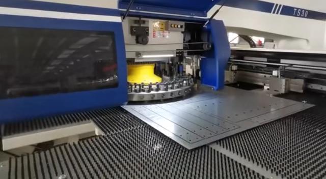 Mesin Pembuat Lubang Tekan Turret Cnc Otomatis untuk Lembaran Logam